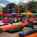 Ghế lười tại một quán cafe bãi biển Nha Trang