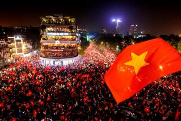 Sắc đỏ ngập tràn ghế lười Babykid- hòa vào cảm xúc của triệu triệu trái tim Việt Nam.